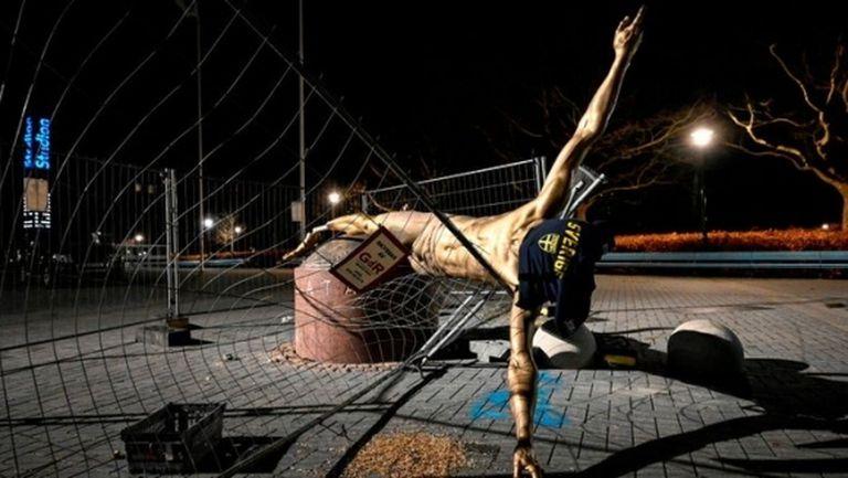 Вандалите този път успяха - събориха статуята на Ибрахимович