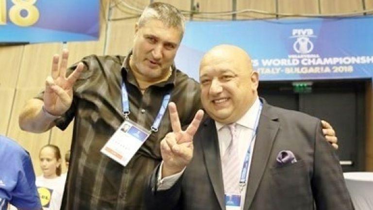 Министър Кралев и Любо Ганев подкрепят волейболистите в Берлин