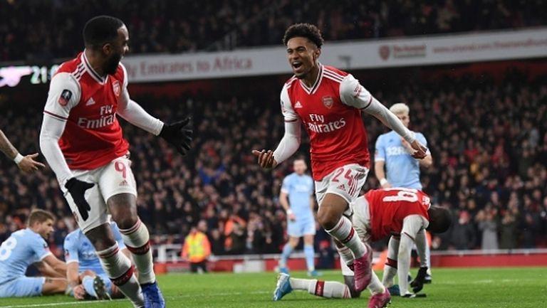 Арсенал се съвзе след безобразно първо полувреме и продължава напред
