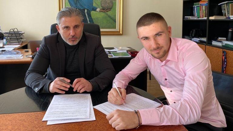 Втори голям талант подписа договор с Левски