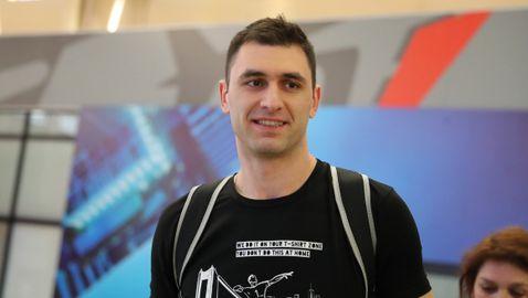 Волейболните национали се прибраха в София без Силвано Пранди (видео + галерия)