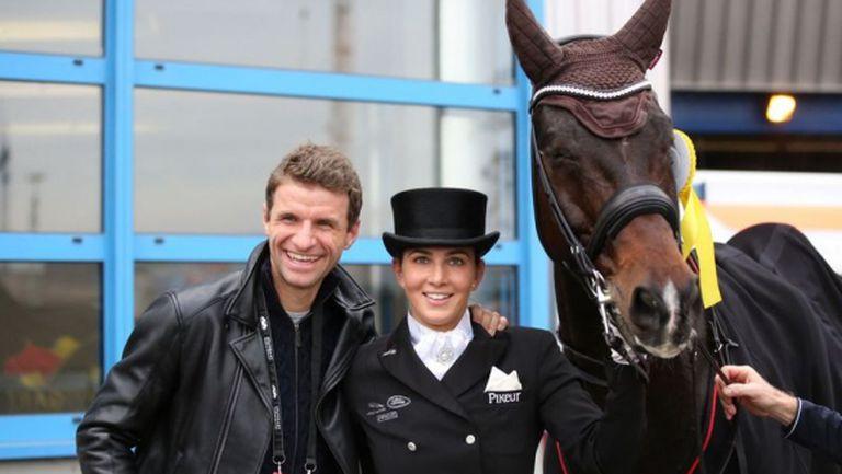 Томас Мюлер може да участва на Олимпиадата заедно с жена си