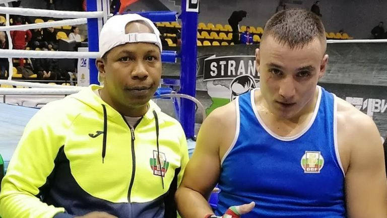 Радослав Панталеев излиза с контузия