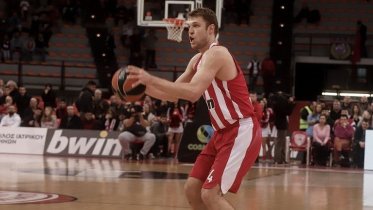 Везенков отбеляза 7 точки при загуба на Олимпиакос срещу Зенит