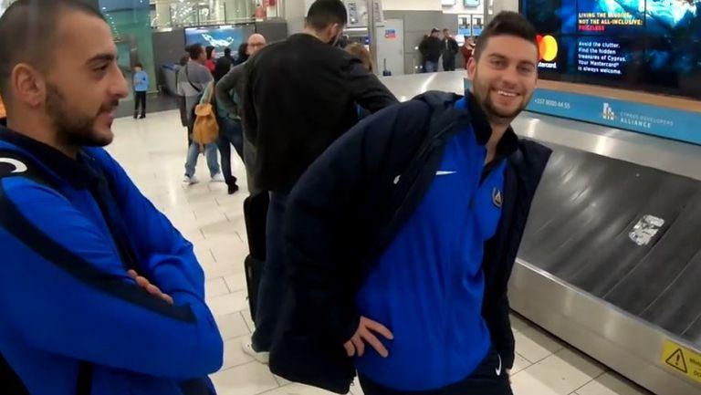Отборът на Левски пристигна в Кипър и раздаде автографи на летището