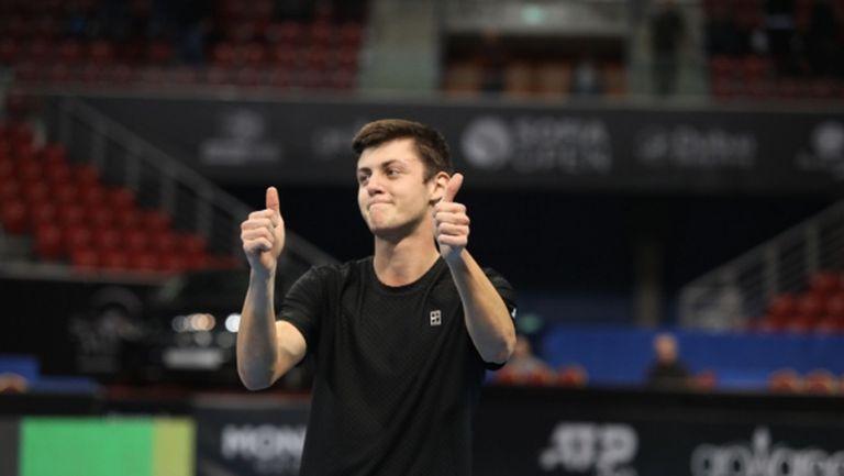 Лазаров на четвъртфинал в Анталия след 3 часа игра