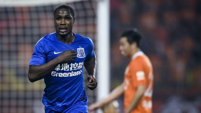 Ман Юнайтед преглежда възможността да вземе нападател от Китай