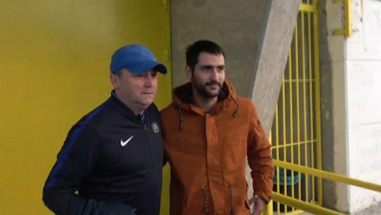 Стоянович и играчите на Левски се снимат с фенове след мача срещу УФА