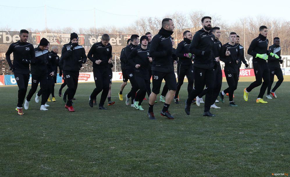Футболистите на Локомотив Пловдив с първа тренировка за годината