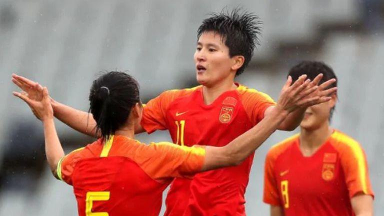 Футболистките на Китай бият след двуседмична карантина заради новия коронавирус
