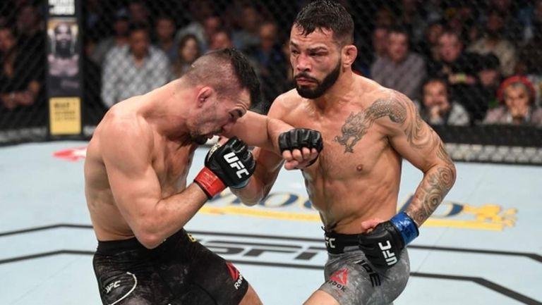 """Дан Иге увеличи серията си в категория """"перо"""" в оспорвана битка на UFC 247"""