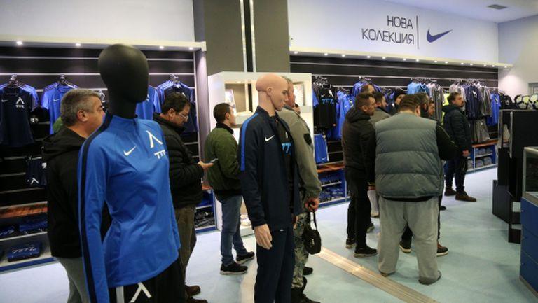 Мобилизацията сред феновете на Левски продължава