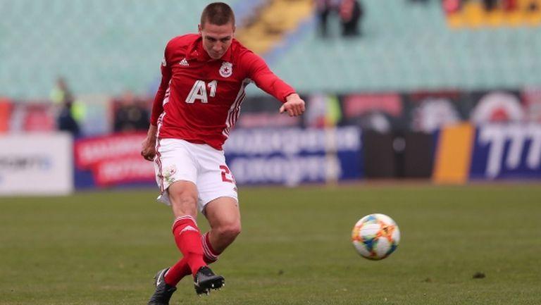 Антов: Искахме да натиснем след червения картон, но не се получи