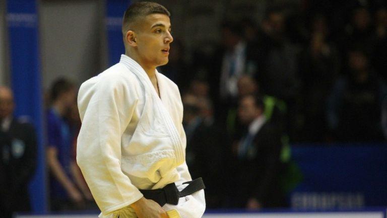 Двукратен световен шампион спря победния ход на Темелков в Дюселдорф, българинът ще се бори за бронз