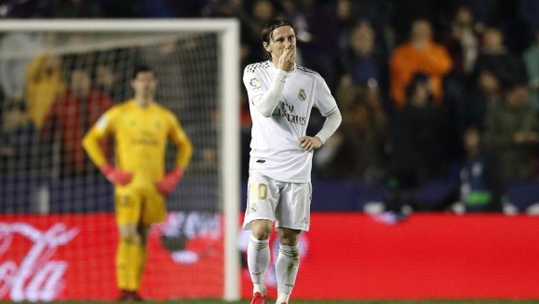 Реал Мадрид претърпя крушение във Валенсия и остана втори преди Ел Класико (видео + галерия)