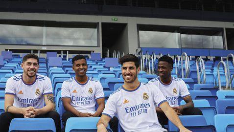 Новият екип на Реал Мадрид символизира фонтан (галерия)