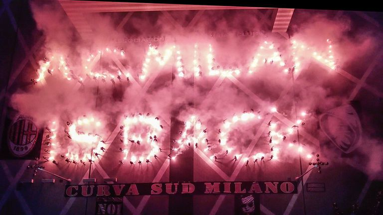 """""""Курва Суд"""" с невероятно шоу пред офисите на Милан (снимки+видео)"""