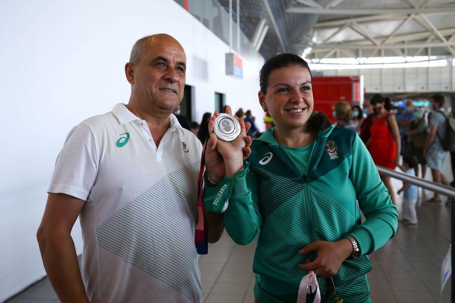 Сребърната медалистка Антоанета Костадинова и Мария Гроздева се прибраха от Токио