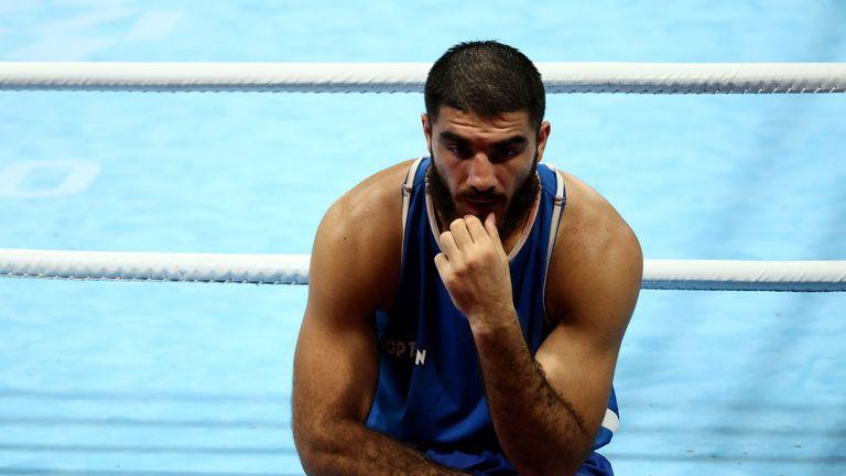 Дисквалификация на френски боксьор доведе до грозни сцени на олимпийския турнир