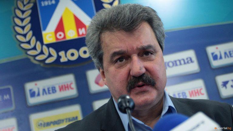 Тодор Батков: Футболните агитки се използват за политически цели, явно Боби Михайлов вече не е удобен (видео)