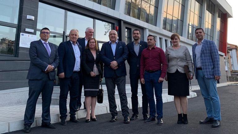 Министър Кралев горд с новата спортна зала в Смолян