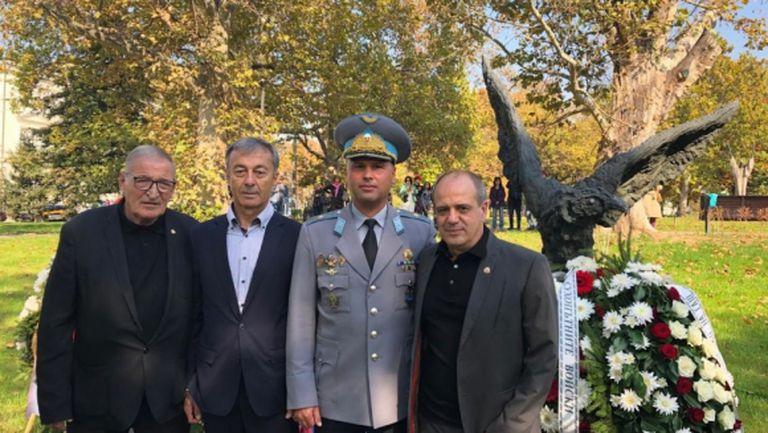 ЦСКА-София уважи празника на военния парашутист