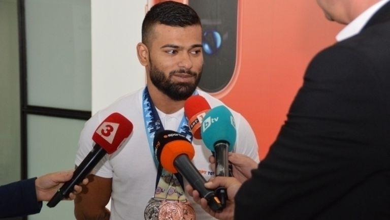 Щангистът Ангел Русев: Чувствам се много добре като шампион
