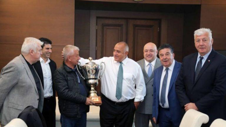 Връщат шампионския трофей от 2004 г. на Локомотив (Пловдив)
