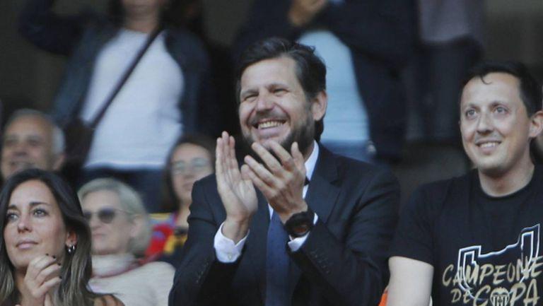 Барселона преследва шеф на Валенсия