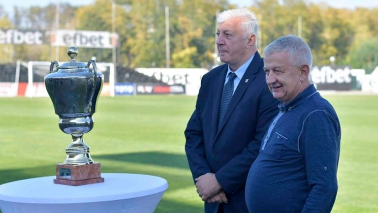 """Старият шампионски трофей на България се появи - вече ще е на """"Лаута"""""""