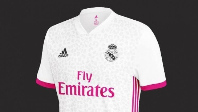 Реал Мадрид с розови детайли на фланелката си