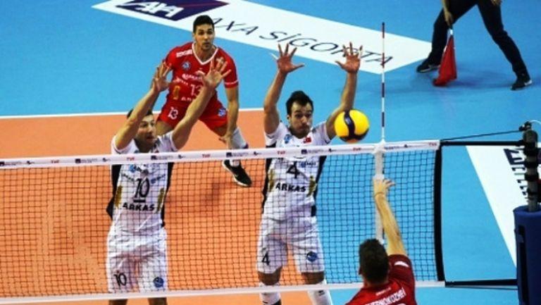 Велизар Чернокожев с 15 точки, Токат стартира със загуба от Аркас в Турция