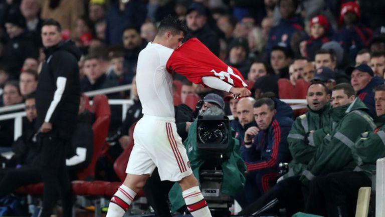 Капитанът на Арсенал напсува феновете (видео)