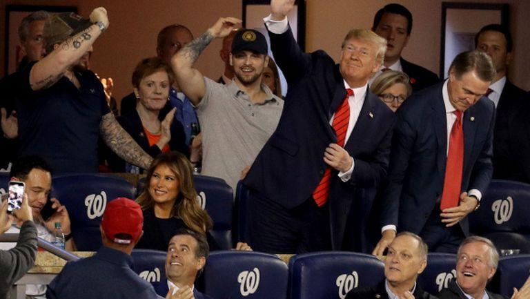 """Хюстън смени драстично курса на финала, Тръмп чу възгласи """"Заключете го!"""" (видео)"""