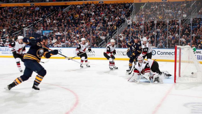 Аризона победи с дузпи водача в Източната конференция на НХЛ