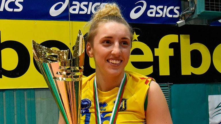 Александра Миланова: Не мога да си представя живота си без волейбол