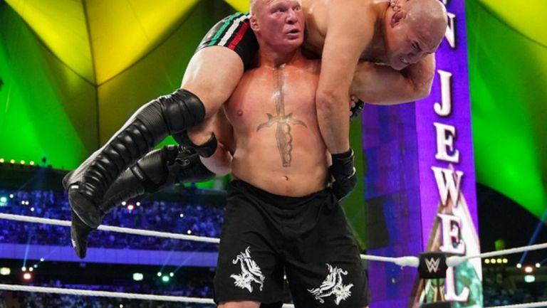Брок Леснар победи Кейн Веласкес и го довърши със стол (видео)