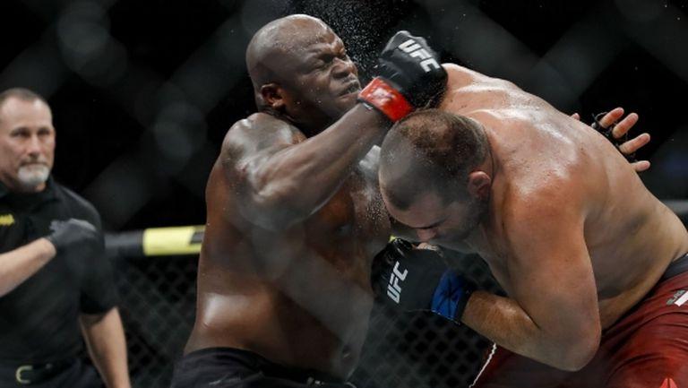 Противоречива загуба с 1-2 съдийски гласа за Благой Иванов на UFC 244 (видео + галерия)