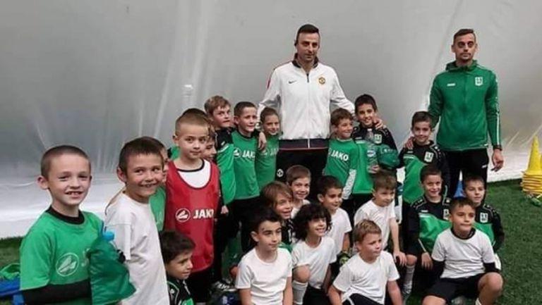 Бербатов зарадва малки футболисти