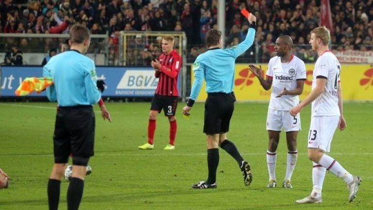 Фрайбург се справи с Айнтрахт, играч получи червен картон за агресия срещу треньор
