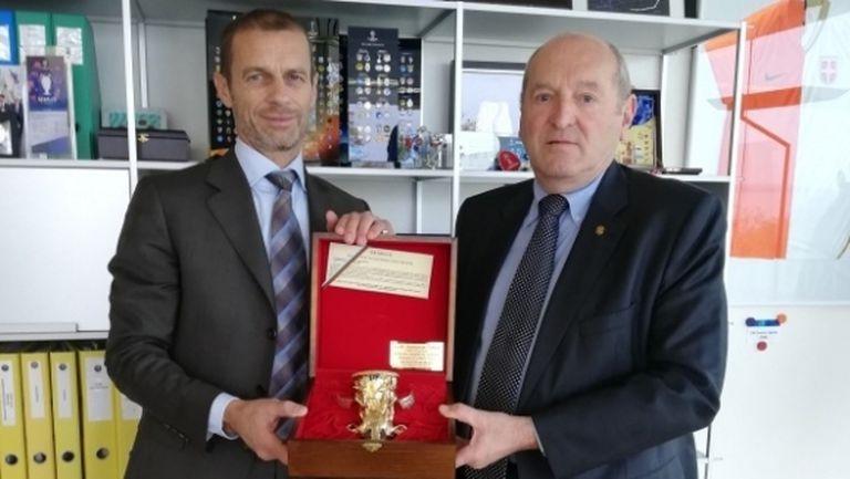 Босът на УЕФА се срещна с временния президент на БФС, пожела успех на България