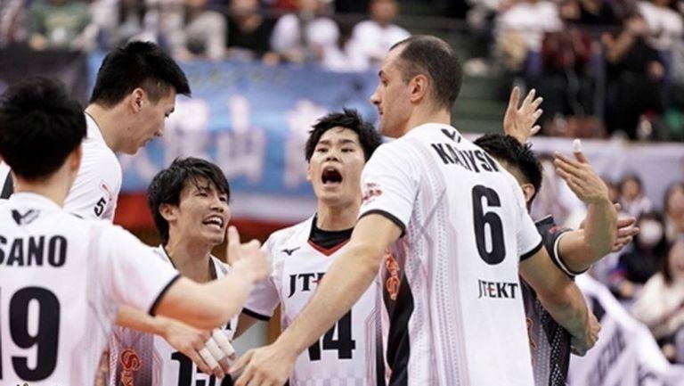 Матей Казийски и ДжейТЕКТ с 10-а победа в Япония