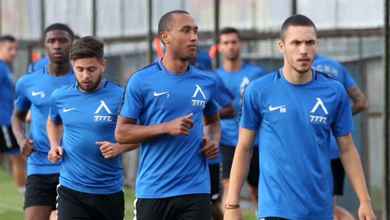Трима титуляри на Левски тренират по индивидуална програма