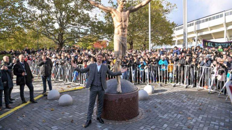 Вандали се опитаха да отрежат краката на статуята на Златан Ибрахимович