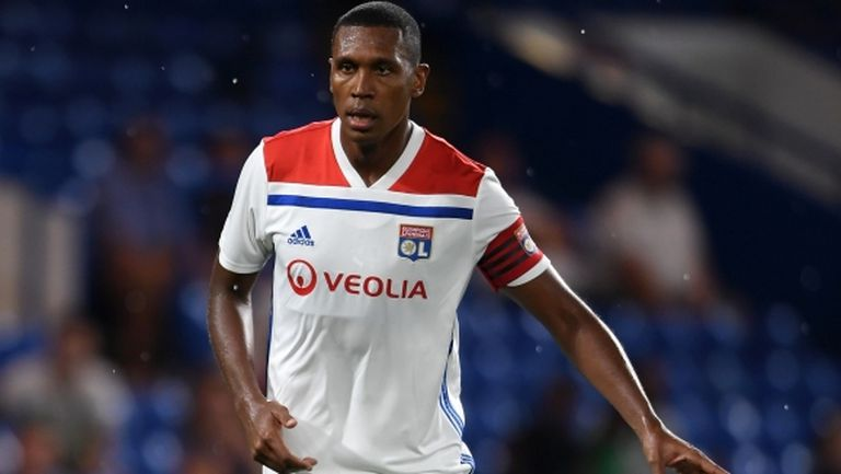 Защитник на Лион иска да напусне клуба заради конфликт с феновете