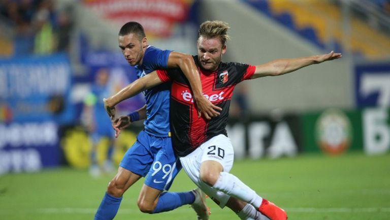 Локомотив Пловдив и Левски се изправят в битка за второто място