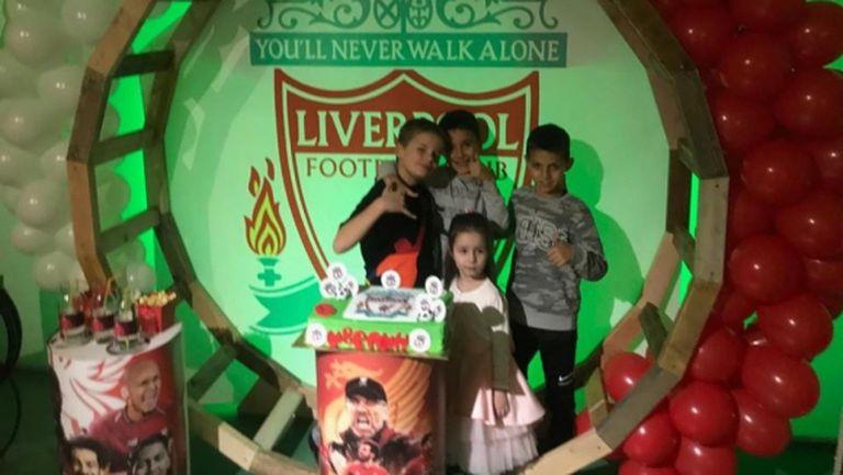 Попето поздрави сина си с най-известния рефрен на Ливърпул