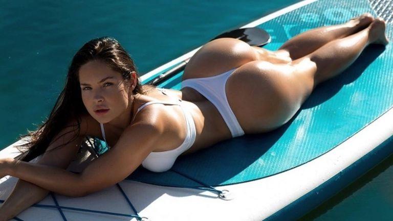 Секси модел си пада по най-големите футболни звезди (снимки)