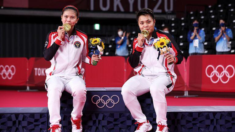 Индонезия изненада фаворита Китай и грабна титлата при женските двойки в бадминтона
