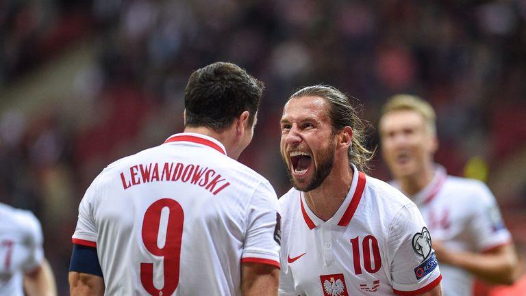 Полша се изкачи на второто място след 70-ия гол на Левандовски